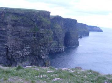 Nella foto di home page: un tramonto del porto di Hawth, a 10 minuti da Dublino -  Nella foto interna: una veduta delle scogliere dette 'Mother Cliffs' (Foto: Ste.Pa)