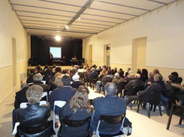 Nella foto di home page: Fabio, Sergio e Carmela, tre degli organizzatori del lavoro di ricerca (Foto: Ste. Pa.) - Nella foto interna: un'immagine della sala dell'oratorio gremita (Foto: Ste. Pa.)