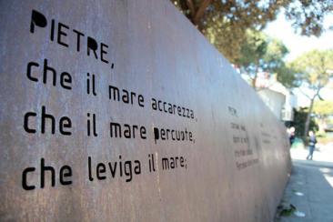 Uno dei monumenti commemorativi eretti in ricordo della tragedia delle Foibe