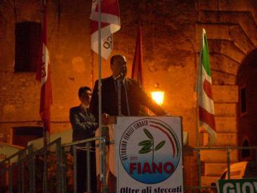 Il presidente della Provincia di Roma Nicola Zingaretti durante il suo intervento a piazzale Cairoli (Foto: Cat. Fav.)