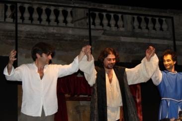 Un'immagine della serata finale del festival dello scorso anno. Al centro il direttore artistico Ercole Ammiraglia
