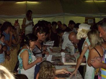 """Momento della votazioni della I edizione della gara """"Il mattarello"""" che si è svolta domenica 16 agosto a Ponte Sfondato. (Foto. La. Ber)"""