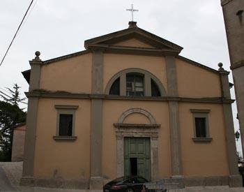 La facciata esterna della chiesa di San Antonino di Fara in Sabina