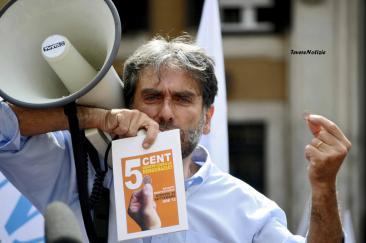 Gianfranco Mascia del Popolo Viola.'5 centesimi quanto costa la democrazia' (Foto di Chiara Rossi)