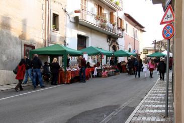 Mercatino di Natale in via San Luca per la 'Festa di Natale 2011'  (Fotoreportage di Veronica Rossi)