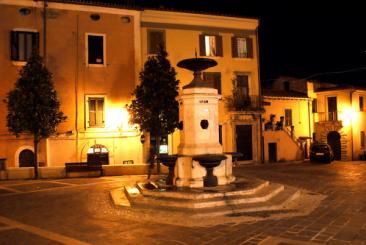 Immagine delle Piazza Comunale di Montopoli di Sabina.