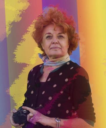 Nella foto di home page: la locandina della mostra - Nella foto interna: l'artista Anna Romanello