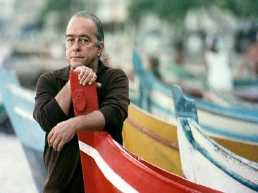 Nella foto il poeta e musicista brasiliano Vinicius De Moraes