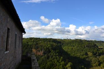 Nella foto: sullo sfondo l'altura di Santa Maria