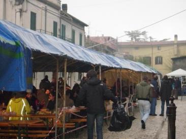 Immagine della 'Sagra della polenta' con salsicce, che si è tenuta a Montopoli di Sabina l'8 dicembre (Foto. La. Ber.)