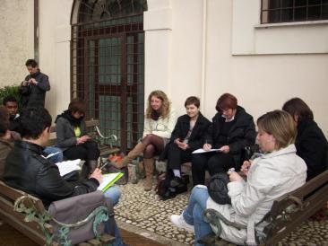 Immagine della giornata conclusiva del progetto Inpoll sulle politiche di integrazione giovanile a livello locale, che si è tenuta venerdì 19 marzo presso la sala Schuster dell'Abbazia di Farfa (Foto: la. ber.)